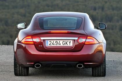 Jaguar XK Coupé X150 Aussenansicht Heck statisch rot