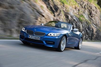 BMW Z4 E89 Aussenansicht Front schräg dynamisch blau