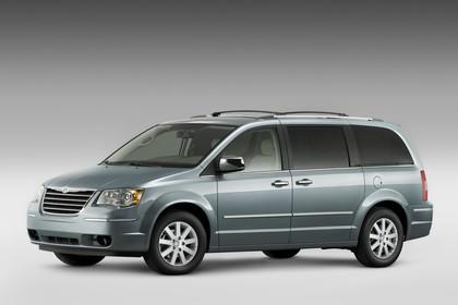 Chrysler Voyager RT Aussenansicht Seite schräg statisch Studio blau