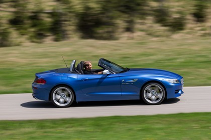 BMW Z4 E89 Aussenansicht Seite dynamisch blau