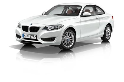 BMW 2er Coupe F22 Aussenansicht Front schräg Studio statisch weiss