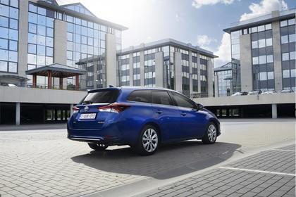 Toyota Auris Touring Sports E18 Aussenansicht Heck schräg statisch blau