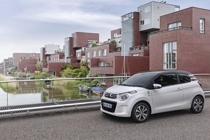 Citroën C1 P Aussenansicht Seite schräg statisch weiss