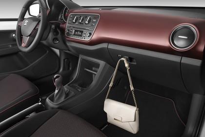 SEAT Mii Fünftürer Innenansicht statisch Studio Vordersitze und Armaturenbrett beifahrerseitig