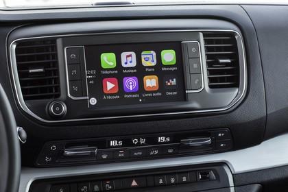 Citroën Spacetourer Innenansicht statisch Mittelkonsole Detail Infotainmentbildschrim und Klimaanlage