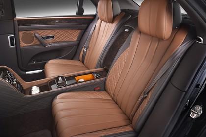 Bentley Flying Spur Innenansicht statisch Studio Rücksitze fahrerseitig