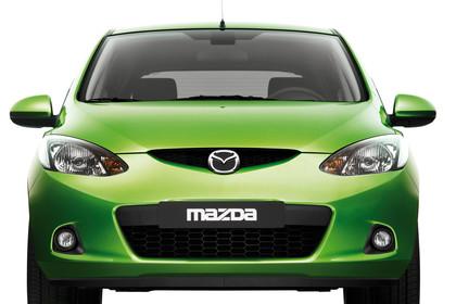 Mazda 2 DE Aussenansicht Studio Front statisch grün