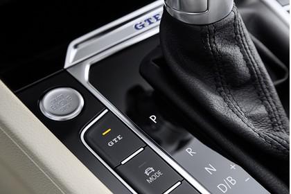 VW Passat B8 Innenansicht Detail Mittelkonsole statisch beige