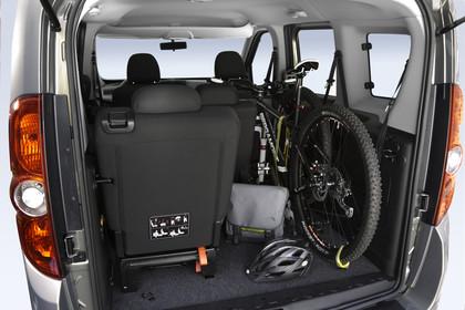 Opel Combo Tour Innenansicht Kofferraum Studio statisch schwarz