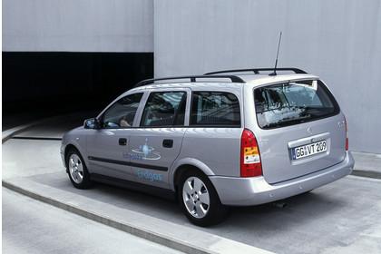 Opel Astra G Caravan Erdgas Aussenansicht Heck schräg statisch silber