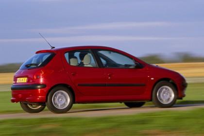Peugeot 206 Fünftürer Aussenansicht Seite schräg dynamisch rot