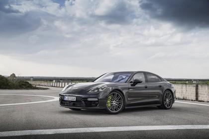 Porsche Panamera Turbo S E-Hybrid 971 Front schräg statisch schwarz