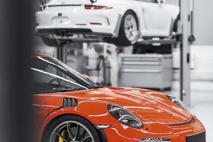 Porsche 911 GT3 RS 991.2 Aussenansicht Seite schräg statisch rot