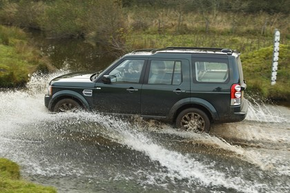 Land Rover Discovery 3/4 Aussenansicht Seite dynamisch grün