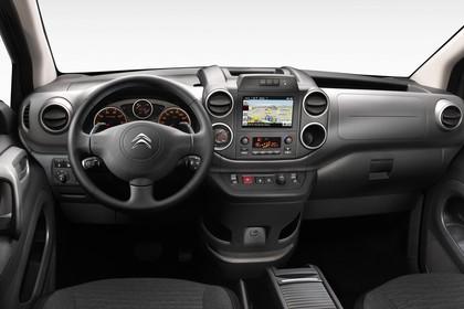 Citroën Berlingo Multispace 7 Innenansicht statisch Studio Vordersitze und Armaturenbrett fahrerseitig