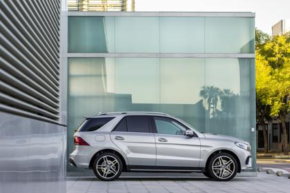 Mercedes-Benz GLE W166 AMG Line Aussenansicht Seite statisch silber