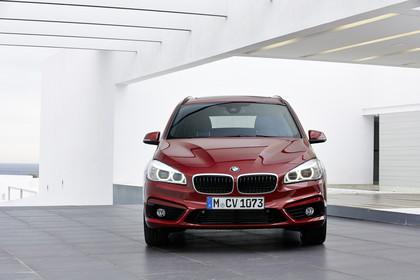 BMW 2er Gran Tourer Aussenansicht Front statisch rot