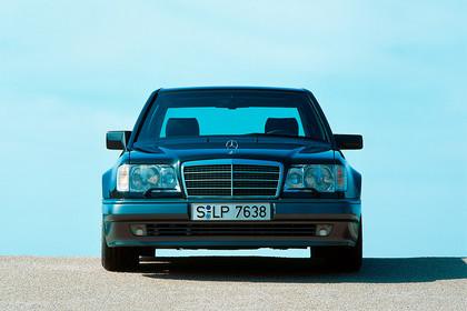 Mercedes E-Klasse Limousine W124 Aussenansicht Front statisch schwarz