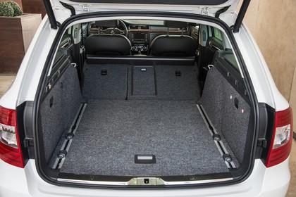 Skoda Superb Combi 3T Innenansicht Kofferraum statisch schwarz weiß
