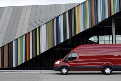 Ford Transit Jumbo Kastenwagen Mk7 Aussenansicht Seite statisch rot