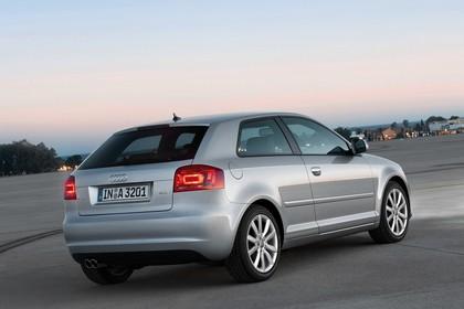 Audi A3 8P 3türer Aussenansicht Heck schräg statisch silber