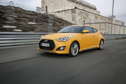 Hyundai Veloster FS Aussenansicht Front schräg dynamisch gelb
