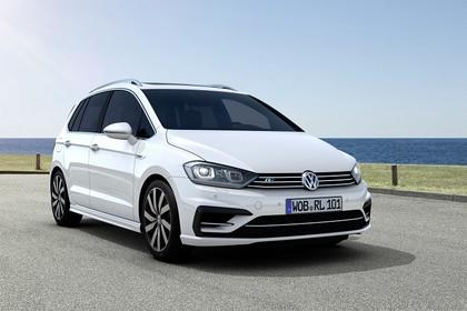 VW Golf Sportsvan R-Line Aussenansicht Front schräg statisch weiss