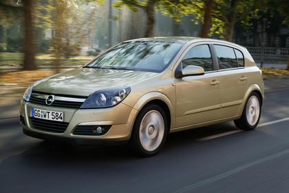 Opel Astra H Caravan Aussenansicht Front schräg dynamisch gold