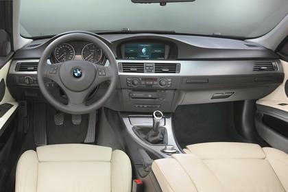 BMW 3er Limousine Innenansicht statisch Studio Vordersitze und Armaturenbrett