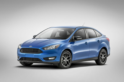Ford Focus MK3 Stufenheck Aussenansicht Front schräg Studio statisch blau