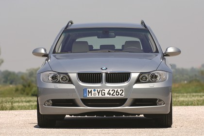 BMW 3er Touring E91 Aussenansicht Front statisch grau