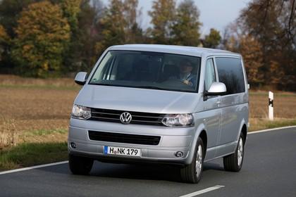 VW T5 Multivan Aussenansicht Front schräg dynamisch silber