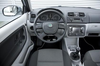 Skoda Fabia 5J Combi Facelift Innenansicht Fahrerposition statisch grau