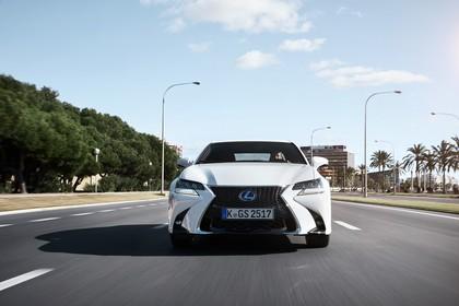 Lexus GS 450h L10 Aussenansicht Front dynamisch weiss