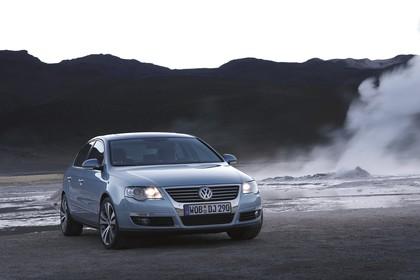 VW Passat Limousine B6 Aussenansicht Seite schräg statisch blau