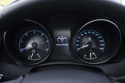 Toyota Auris Touring Sports E18 Innenansicht statisch Armaturenbrett