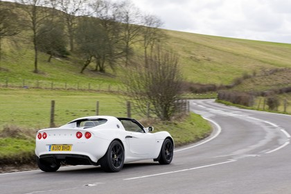 Lotus Elise 3 Aussenansicht Heck schräg dynamisch weiss