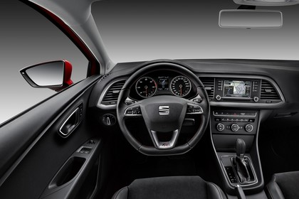 SEAT Leon SC 5F Innenansicht Vordersitze Armaturenbrett fahrerseitig