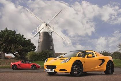 Lotus Elise 3 Aussenansicht Front schräg statisch rot gelb