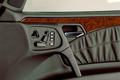 Mercedes Benz E-Klasse Limousine W210 Studio Innenansicht Detail Memorysitz statisch schwarz