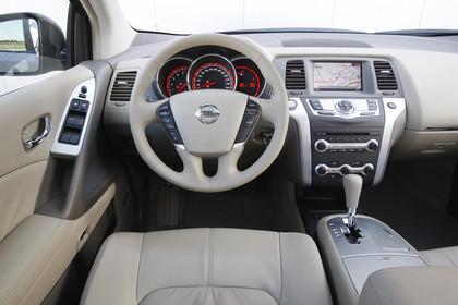 Nissan Murano Z51 Innenansicht Fahrerposition statisch beige