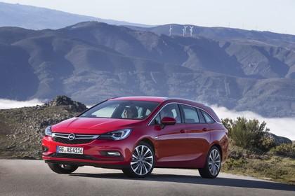 Opel Astra K Sports Tourer Aussenansicht Front schräg statisch rot
