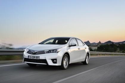 Toyota Corolla E170 Aussenansicht Front schräg dynamsich weiß