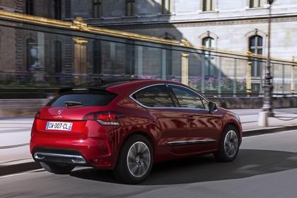 Citroën DS4 Aussenansicht Heck schräg dynamisch rot