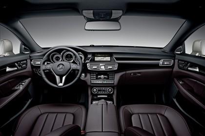 Mercedes-Benz CLS C218 Innenansicht zentral Studio statisch schwarz braun