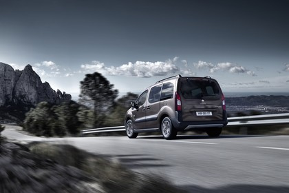 Peugeot Partner Tepee 2 Aussenansicht Heck schräg dynamisch braun