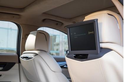 Cadillac CT6 Limousine Innenansicht statisch Detail Infotainmentsystem für die hintere Sitzreihe