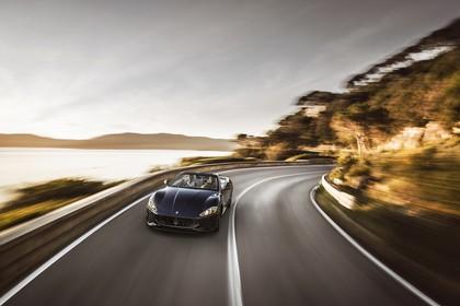 Maserati GranCabrio Aussenansicht Front schräg dynamisch schwarz