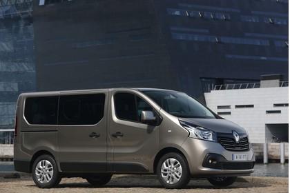 Renault Trafic 3 Combi Aussenansicht Seite schräg statisch beige