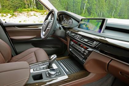 BMW X5 Facelift Innenansicht Beifahrerposition statisch braun